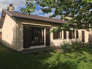 Proximité LIGNY - Charmant pavillon individuel en plain pied à la vue imprenable comprenant entrée, cuisine équipée, salon-séjour ouvert sur terrasse et terrain attenant, salle d'eau, deux chambres, garage.