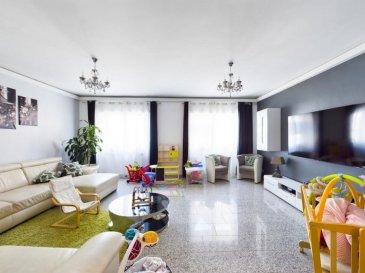 Visite virtuelle: https://giraffe360.com/d/eyJwaWQiOiJkZWIzM2Q2NWIxZTE0NTE0YjNlMGUwYzZjY2NiNTM1MyIsImFzc2V0X3R5cGUiOiJTQSIsInNvdXJjZSI6ImVtYWlsIn0:YIzsE0bGnhofowDPm3YDt7XctFWVskYZJHjqnriWinA/  RE/MAX spécialiste de l'immobilier à Dudelange vous propose à la vente une belle maison bi-familiale de 250 m2 comprenant un appartement au rez-de-chaussée avec entrée séparée, pouvant être loué. L'appartement se compose d'un salon, cuisine dinatoire équipée en électroménager, chambre à coucher, salle de douche avec WC ainsi qu'une buanderie. A l'étage grand et spacieux appartement-duplex avec belle cuisine entièrement équipée attenant à un superbe salon/ salle à manger. Quatre chambres à coucher, une salle d'eau avec douche italienne et une salle de bain avec baignoire balnéo, attenant à un beau dressing. Une pièce de nuit sous les combles La maison dispose d'une terrasse ainsi que d'une cave. La maison n'as pas de garage ! Elle est située dans une rue tranquille au centre de Rumelange. Chaudière à condensation au gaz, volets électrique avec minuterie, climatisation au 2ième étage. Coup de cœur assuré. Commission d'agence à charge du vendeur.  Personne de contact: Sonia DA GRACA Tel: 661 45 81 88 e-mail: sonia.dagraca@remax.lu Ref agence : 5096430