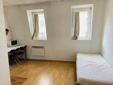 Studio Meublé - 15m2 - Strasbourg Foret Noire. Studio meublé 15m2 STRASBOURG FORET NOIRE EM. A proximité de toutes les commodités, à deux minutes de l\'arrêt de tram \'Observatoire\', proche de l\'EM de Strasbourg et des facultés, beau et agréable studio de 15 m2 au 4ème étage sans ascenseur - Il comprend une entrée, un séjour/chambre avec bureau, une kitchenette équipée avec plaques de cuissons et réfrigérateur, une salle d\'eau avec douche et WC. Chauffage individuel électrique. Libre au 08/01/2019. Surface habitable: 15m². Loyer : 375€ / mois charges comprises dont 30€ de forfait pour charges (régularisation annuelle). Dépôt de garantie: 690€. Honoraires charge locataire :195€ TTC (état des lieux compris) dont 45€ TTC pour état des lieux. HEBDING IMMOBILIER 03 88 23 80 80 <br>Loyer 375.00  euros par mois  Charges comprises dont<br>- 30.00  euros par mois de charges forfaitaires<br> Honoraires charge locataire : 195.00 euros TTC dont 45.00 euros TTC pour état des lieux