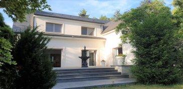 Grandiose Villa dans un parc de 45 Ares en vente.