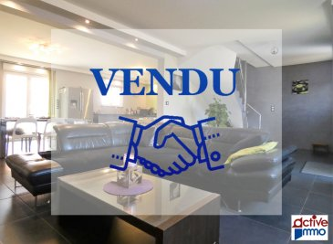 Maison Individuelle Aumetz 6 pièce(s) 140 m2. IDÉAL FRONTALIER ! <br/><br/>A proximité du Luxembourg (Esch-Belval, Rumelange, Dudelange) ; <br/>Sur la commune d\'Aumetz dans un quartier pavillonnaire en impasse, découvrez un pavillon individuel récent (construction 2014) de près de 140m² habitable offrant :<br/><br/>Une spacieuse entrée donnant accès au double salon-séjour traversant de plus de 35m² avec accès au jardin, le tout étant ouvert sur une spacieuse cuisine offrant ainsi un espace de vie de plus de 55m².<br/><br/>A l\'étage vous trouverez 4 grandes chambres ( 11m²/ 12m²/ 20m²) ainsi qu\'un palier pouvant servir de coin lecture, bureau.<br/>Vous y trouverez une salle d\'eau avec fenêtre composée d\'une douche italienne, d\'un wc ainsi q\'une double vasque.<br/><br/>Pour votre confort, la maison dispose d\'un double garage de près de 35m² entièrement carrelé et chauffé avec porte sectionnelle motorisée.<br/>Un wc avec point d\'eau, et d\'un espace chaufferie- buanderie avec fenêtre complètent le tout avec un accès direct au jardin.<br/><br/>La propriété possède un jardin exposé plein ouest avec terrasse (dalle coulée) et est agrémenté d\'une cabane de jardin (construction en dur) idéal pour y faire un atelier. <br/><br/>La maison est équipée d\'un système de chauffage au sol électrique via une pompe à chaleur, volet électrique, isolation par l\'extérieur.<br/><br/>Toujours sous garantie décennale.<br/>Finitions en cours, Extérieur en cour<br/>A VISITER AU PLUS VITE<br/><br/>Marie PETITFRERE : 06 95 67 68 76 dont 1.79 % honoraires TTC à la charge de l\'acquéreur.