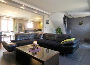 Maison Individuelle Aumetz 6 pièce(s) 140 m2. NOUVEAUTÉ ! <br/>IDÉAL FRONTALIER ! <br/><br/>A proximité du Luxembourg (Esch-Belval, Rumelange, Dudelange) ; <br/>Sur la commune d\'Aumetz dans un quartier pavillonnaire en impasse, découvrez un pavillon individuel récent (construction 2014) de près de 140m² habitable offrant :<br/><br/>Une spacieuse entrée donnant accès au double salon-séjour traversant de plus de 35m² avec accès au jardin via une baie vitrée, le tout étant ouvert sur une spacieuse cuisine offrant ainsi un espace de vie de plus de 55m².<br/><br/>A l\'étage vous trouverez 4 grandes chambres ( 11m², 12m² et 20m²) ainsi qu\'un palier pouvant servir de coin lecture, bureau.<br/>Vous y trouverez une salle d\'eau avec fenêtre composée d\'une douche italienne, d\'un wc ainsi q\'une double vasque.<br/><br/>Pour votre confort, la maison dispose d\'un double garage entièrement carrelé  avec porte sectionnelle motorisée de près de 35m², équipée en complément d\'un wc avec point d\'eau, et d\'un espace chaufferie- buanderie avec fenêtre disposant d\'un accès direct au jardin.<br/><br/>La propriété possède un jardin exposé plein ouest avec terrasse (dalle coulée) et est agrémenté d\'une cabane de jardin (construction en dur) idéal pour y faire un atelier. <br/><br/>La maison est équipée d\'un système de chauffage au sol électrique via une pompe à chaleur, volet électrique, isolation par l\'extérieur.<br/><br/>Toujours sous garantie décennale.<br/>Finitions en cours<br/>A VISITER AU PLUS VITE<br/><br/>Marie PETITFRERE : 06 95 67 68 76