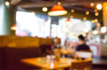 Vente d\'un fonds de commerce de restaurant situé dans une rue gourmande en hypercentre avec accès piétons, à deux pas des universités.    Le restaurant se compose de la manière suivante :    - Surface de vente environ 40m² avec possibilté de 25-30 couverts, - Terrasse pouvant accueillir une dizaine de couverts,  - Cuisine ouverte sur la salle de restauration,  - Laboratoire pour stockage et préparation,  - Bloc sanitaire,    Possibilité d\'ouvrir la vitrine commerciale pour relier la salle de restaurant et la terrasse.    Aucun contrat fournisseur et aucune reprise de salariés.  Loyer : 16 020 € HC/AN (Loyer non assujetti à la TVA) Charges : 1 620 € /AN Prix Fai : 129 600 €  Pour plus de renseignements contactez :  E.GURER  06.28.42.65.84 Cabinet d\'affaires Procomm - Immogest
