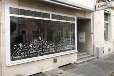Local commercial de 75 m² RE/MAX spécialiste de l'immobilier à Luxembourg vous propose à la location ce local commercial de 75 m².  Situé en plein c?ur du quartier de Limpertsberg (avenue de la Faïencerie), au rez-de-chaussée d'un immeuble, il vous offre une belle surface à exploiter (précédemment sous forme d'un point restauration).  N'hésitez pas à nous contacter pour toute question, complément d'informations ou convenir d'une visite.