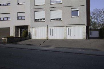 // SOUS COMPROMIS // RE/MAX spécialiste de l'immobilier à Dudelange propose à la vente bel appartement lumineux de 77 m2 dans un immeuble de 5 unité construite en 1995, se composant comme suit: Hall d'entrée, cuisine séparé entièrement équipée, 2 belles chambres à coucher, salle de bains, grand salon/salle à manger avec sortie terrasse et accès direct au jardin commun. A ce bien s'ajoute un garage avec accès à une cave privative. Une buanderie est à disposition des résidents. Chauffage au gaz avec chaudière individuelle pour chaque unité. Appartement proche de toutes commodités. Ecoles, transports en commun, à 2 minutes du Belval. Coup de coeur assuré.  Appartement actuellement en location.  Personne de contact: Sonia DA GRACA Tel: 661 45 81 88 e-mail: sonia.dagraca@remax.lu Ref agence : 5096432