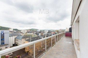 Beau duplex situé au 6ème et 7ème (dernier) étage d'une résidence à Esch-sur-Alzette à 13 unités, proche de toutes commodités. Il se compose d'un hall d'entrée, une cuisine entièrement équipée avec accès sur terrasse, une grande chambre à coucher (également accès au balcon), une salle de bains avec WC ,une buanderie , un grand séjour de 34 m². A l'étage vous trouverez une grande chambre à coucher (+-17m²) une salle de douche et WC, débarras de +-4m² Il dispose également d'une cave et un Garage box fermé Halle d'entrée 12,60m² Cuisine équipée 18,10m² Terrasse (coté cuisine) 16,89m² Chambre 1 17,03m² Balcon (chambre ) 3,75m² Living 33,96m² Débarras 7,05m² Salle de bains 6,45m² Etage 2 Chambre 2 17,40m² Salle de douche 5,28m² Débarras 3,77m² Habitable : +- 122m² Garage : 5.8m x 3m = 17.4m² Cave : +- 5m²