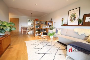 AFIL IMMO vous présente en exclusivité cet appartement coup de coeur sis à Tétange dans une résidence de 2015 proche de toute commodité.<br><br>Vous serez immédiatement séduits par ses grands espaces ouverts et lumineux ainsi que par la qualité générale de ses prestations.<br><br>L\'appartement sis au premier étage surélevé se compose comme suit:<br><br>Hall d\'entrée, vaste living-salle à manger ouvert sur une belle terrasse donnant côté jardin, deux spacieuses chambres à coucher, cuisine équipée séparée ultra-moderne, WC séparé ainsi qu\'une salle de douche avec douche italienne.<br><br>Bien d\'exception absolument à découvrir!<br><br>A la description de l\'appartement s\'ajoutent un emplacement intérieur privatif sous la résidence ainsi qu\'une buanderie commune.<br><br>AFIL IMMO s\'engage dans toutes vos démarches immobilières (estimation, vente, location de biens, recherche de financement).<br>Vous satisfaire est notre priorité ! <br><br>Les prix s\'entendent frais d\'agence de 3 % + TVA 17 % inclus.<br />Ref agence :2249042