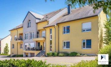 Situé à Imbringen, au rez-de-chaussée d'un immeuble construit en 2004, cet appartement présente une surface habitable de ± 86m². Il offre une vue dégagée avec terrasse ± 12 m² et jardin ±24m² et se compose comme suit :  Un hall d'entrée ± 9m² dessert un grand séjour ±30 m². Une cuisine fermée ± 9m², aménagée et équipée Zanussi, deux chambres de ± 11 et 16m², une salle de douche ± 5m² et un wc séparé ± 2m². Une terrasse suivie d'un jardin sans vis-à-vis sont accessibles depuis le séjour (baies vitrées).  Au sous-sol, une buanderie commune, une cave ± 4 m² et 2 emplacements de parking 1x intérieur et 1x extérieur complètent le bien.     Détails complémentaires :  Disponibilité : 1er octobre 2020 ;  Appartement en très bon état, bien entretenu ;  De préférence non-fumeurs;  Animaux domestiques à convenir;  Quartier résidentiel calme ;  Belle situation: à 10 minutes du Kirchberg, 5 minutes de Lorentzweiler et de l'accès à la Nordstrooss, école primaire et maison relais à Bourglinster / crèches et lycée à Junglinster, commerces,...  Loyer : 1.475€ / mois  Charges : 215€ / mois  Garantie locative : 2 mois de loyer ;  Frais d'agence : 1 mois de loyer + TVA 17%