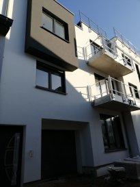 Ce bien se trouve dans cette résidence  MAGNIFIQUE PENTHOUSE AU 5EME ETAGE AVEC VUE IMPRENABLE. EXPOSITION SUD. SURFACE HABITABLE : 102,67 m² SURFACE terrasse: 70 m² SURFACE de VENTE: 137,67  m² Emplacement dans la buanderie. Emplacement voiture à acheter séparément. Vue sur la zone piétonne d'Esch sur Alzette.