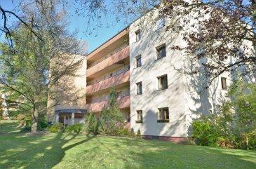 Située au sein de la résidence Beau Site à Senningerberg, calme et verdoyant .  La résidence bénéficie d'un jardin commun, l'appartement de ±91m² suivit d'un agréable hall de ± 10m², composé d'un séjour de ± 44 m², d'une cuisine de ± 8 m² (fonctionnelle et équipée avec induction, four, frigo, hotte et lave-vaisselle), une salle de bain de ± 4m² d'un WC séparé de ± 2m². Vous trouverez dans cet appartement une chambre de ± 14 m², avec un bureau de ± 8m². Au sous-sol, vous trouverez pour finir un grand espace de praticité, d'une buanderie et un grand garage.  Généralité :  -Fenêtres en double vitrage avec châssis en PVC - volets manuels  -Accès aisé vers tout secteur de Luxembourg-ville en bus ou en voiture; -Connexions autoroutières vers l'ensemble du pays, l'Allemagne et la France; Gare de Luxembourg; Aéroport FINDEL;  Situation recherchée, quartier résidentiel agréable; Café , crèche à proximité (piscine, clubs sportifs etc);   Loyer mensuel: 1500-€  Charges mensuelles: 220-€  Garantie: 3 mois de loyer;  Frais d'agence: 1 mois de loyer + TVA 17% Bail de 3ans.    Agent Responsable :Muzalia Sarah Email : Sarah@vanmaurits.lu Numéro : 621 748 117