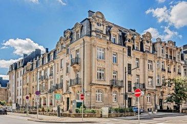 Situé dans un quartier calme du centre-ville, au coin du boulevard de la Pétrusse et de la rue Goethe, au 1er étage (avec ascenseur) d'un immeuble de style, cet espace-bureau de ± 97 m² (fonctionnel et convivial) se présente comme suit:  Un hall d'entrée ± 14 m² donnant accès à trois bureaux de ± 32, 18 et 14 m², une cuisine équipée ± 13m² avec accès à une terrasse ± 32 m² et une salle d'eau avec wc, urinoir et lave-mains ± 6 m². Hauteur de plafond de plus de 3 m et parquet plein pour cet ensemble.   Généralités :  - DISPONIBLE DE SUITE - Loyer: 3500 € /mois + TVA ; - Charges :150 € / mois comprenant gaz, eau et entretien rue et jardin (pour autant que la consommation reste dans les normes acceptables) Reste : entretien couloirs, électricité commune, assurance et ascenseur sur base de 1/8ème de la facturation ; - Les autres charges telles que l'électricité (compteur individuel), l'abonnement internet, les bornes terminales pour la télévision, l'assurance locative, etc... sont à charge du «locataire» ; - Caution : 2 mois de loyer, soit 7000 € ; - Frais d'agence : 1 mois de loyer + TVA ; - Possibilité de louer un emplacement de parking - 5 rue Heine pour 150 € / mois + TVA.
