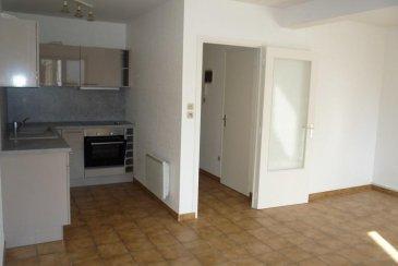 F2 46 m² garage jardin dans la copropriété  YUTZ - Appartement F2 de 46 m² carrez, dans petite résidence au rdch comprenant : séjour de 25 m² ouvert sur une cuisine équipée, 1 chambre de 11 m², sdb, wc séparé, cellier, garage, jardin en commun, petite copropriété de 4 appartements située dans une impasse, en bon état,  Loyer : 510 euros + 40 euros de charges  DPE E chauffage individuel électrique Honoraires location : 460 ' dont 92 ' d'honoraires d'état des lieux, Dépôt de garantie : 510 '  Libre le 1er juin Agora Thionville : 03 82 54 77 77