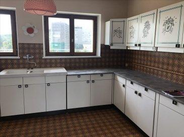 Appartement de type F4 de 67 m² au 4ème étage d\'ans un immeuble a la cote des roses  Celui-ci est composé d\'une cuisine meublée, un salon, trois chambres.  Salle de bain baignoire et WC séparé.   Disponible rapidement. Chauffage au gaz ( chaudière neuve )  Loyer hors charges : 520,00 € Provisions mensuelle sur charges récupérable : 55,00 €  (T.O.M, entretien chaudière, electricité des communs )  Loyer charges comprises : 575,00 €  Agence ALT\'IMMOGEST.COM 28 Rue Emile Zola 57300 HAGONDANGE Mme SZYNAL Estelle 0387673413