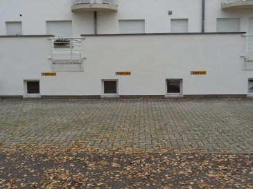 A vendre 2 emplacements extérieurs situé à l'arrière d'une résidence.  Prix par emplacement 15000€.