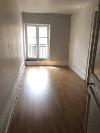 2 pièces - 70.61 m2 - NANCY .  Un appartement de deux pièces situé au 3ème étage d\'un immeuble rue du Pont Mouja à Nancy. Il comprend une entrée, une chambre, un bureau, une cuisine, un salon, une salle d\'eau et WC.<br> Chauffage individuel au gaz.<br> DPE en cours.