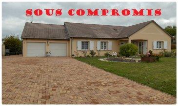 ** SOUS COMPROMIS **  RARE ! Maison F6 en plain-pied intégral – 2 garages.  A 30 mn de METZ et de THIONVILLE ;   Nous VENDONS à HOLLING (57220), située parfaitement au calme hors lotissement, une maison individuelle établie en plain-pied intégral sur un superbe terrain entièrement plat, clos et très bien arboré de 19a53.  La maison offre une surface habitable de 132 m2 comprenant :  Une grande entrée de 8,34 m2, Sur plus de 48 m2, un très bel espace de jour avec salon et séjour ouverts sur une cuisine récemment aménagée et équipée. Quatre chambres de 12,68 – 14,09 – 12,60 – 12,62 m2, Une salle d\'eau avec sa douche à l\'italienne. WC séparé.  Avec aussi deux garages pour le stationnement d\'un véhicule chacun. Leurs portes sont motorisées.  A l\'arrière du terrain, une cabane de jardin.  *** Double vitrage PVC OB. *** Construction de 2002 avec isolation intérieure de 100 mm sous BA 13. *** Isolation haute de 500 mm *** Chauffage par le sol pour les pièces de jour. *** Cheminée à bois avec insert. *** Tous les abords sont parfaitement aménagés. *** La maison est raccordée à la fibre optique.  La disponibilité est à convenir.  CONTACT :  Gérard STOULIG Agent commercial au : 06 03 40 33 55. WIR SPRECHEN DEUTSCH.  NB : Les frais d\'agence sont à la charge du vendeur.