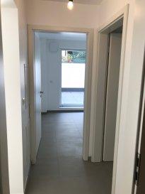 Fis Immobilière a l'honneur de vous présenter un appartement idéalement situé près de toutes commodités tel que les arrêts de bus, banques, supermarché, hôpital, axes routiers et de tous les grands employeurs du Kirchberg. D'une surface de +ou- 73.91m2, l'appartement dispose de deux chambres à coucher dont une avec un accès directe sur une terrasse de +ou- 19.98m2, d'une salle de douche, d'une cuisine entièrement équipée avec des électroménagers Siemens, ouverte sur le living qui donne accès directe sur un deuxième balcon de 3.02m2 et d'une cave privative au sous-sol. La construction est en classe BB avec des fenêtres triple vitrées, du chauffage au sol dans les appartements, une ventilation mécanique contrôlée avec un thermostat pour régler la température individuellement dans chaque pièce. L'appartement est situé au rez-de-chaussée dans une petite résidence de 5 unités seulement disposant d'un ascenseur, d'une buanderie commune, d'un local commun pour les poussettes et les vélos, etc. Le prix affiché est à 17% TVA inclus, avec la possibilité d'avoir un remboursement de 14% de TVA sur la construction, jusqu'à une somme de 50.000,00€ , sous acceptation de l'administration de l'enregistrement et des domaines.  Pour tout renseignement veuillez nous contacter au +352 621 278 925.