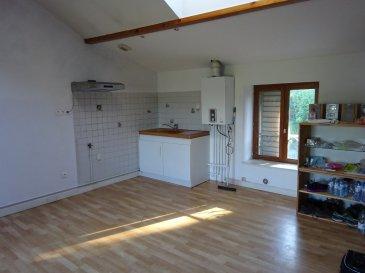 Appartement proche Axe A31 et gare.. Appartement F3 au 2ème étage comprenant : cuisine ouverte sur séjour, 2 chambres, WC, salle de bains. Cave et jardin privatif au RDC. Honoraires à la charge du vendeur