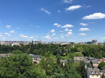 A vendre Luxembourg - Belair Appartement – 4e étage  --------------------- Appartement d'une surface 102,60 -------------------------------------------------------------------------------------------- - Hall d'entrée avec armoires intégrées - Grand Living avec vue imprenable - 1 cuisine équipée fermée - 2 chambres à coucher -   - 1 salle de bains  - 1 W.C. séparée - 1 balcon - 1 Terrasse   - 1 Emplacement intérieur pour voiture - 1 Cave  ---------------------- LES + - Situation exceptionnelle et calme - Proximité Centre-Ville - Belle luminosité  - Vue imprenable et dégagée - Très bonne desserte par les transports publics, notamment par le Tram (arrêt à 350m) - grand potentiel - disponible de suite ----------------------- Façade neuve – Balcons et terrasse neuves – Fenêtres neuves ----------------------- Pour plus de renseignement ou un Rendez-Vous pour visiter contactez : Monsieur Bob FUNCK - bob@sigelux.lu SIGELUX : 46 71 31 ou info@sigelux.lu