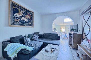 RE/MAX, spécialiste de l'immobilier à Dudelange vous propose en exclusivité à la vente cette belle maison ou immeuble de rapport.   Elle dispose d'une superficie habitable d'environ 230 m² pour 305 m² au total. Cette maison ou bien immeuble de rapport complètement rénovée il y a 5 ans, se compose de 3 appartements.  La maison se compose au rez-de-chaussée par un premier appartement d'env. 52 m² avec garage privé d'env. 29 m²: d'un hall d'entrée, d'un séjour/salle à manger d'env. 12 m², une salle de douche d'env. 6 m² et d'une cuisine équipée séparée d'env. 12 m² avec accès par un escalier à une terrasse privative et une chambre d'env. 17 m².  Au premier étage, deuxième appartement de 100 m²: un hall d'entrée, une chambre d'env. 17 m², la deuxième chambre d'env. 16 m², une salle de douche d'env. 7 m², un séjour d'env. 16 m², d'une cuisine ouverte vers salle à manger complètement équipée d'env. 43 m² et donne accès par un escalier à une terrasse privative.  Au deuxième étage, troisième appartement de 78 m² : d'un séjour/salle à manger avec cuisine ouverte d'env. 40 m², une salle de douche d'env. 6 m², une chambre d'env. 16 m² et une mezzanine d'env. 16 m² (deuxième chambre ou un bureau).  Au sous-sol : une cave d'env. 30 m²  Extérieur : Deux terrasses privatives pour premier et deuxième appartement d'env. 45 m² situées à l'arrière de la maison.  Caractéristiques supplémentaires : totalement rénovée en 2015, dalles en béton, façade rénovée avec isolation, nouvelles fenêtres, électricité totalement refaite, nouvelle porte garage électrique.  - Toit : Refait en 2010 - Chauffage : Gaz (2005) - Premier appartement 1 chambre, 1 salle de douche, terrasse privée et garage - Deuxième appartement 2 chambres, 1 salle de douche, terrasse privée - Troisième appartement 1 chambre ( sur mezzanine une deuxième chambre ou bureau), 1 salle de douche - Terrain : 2,00 ares  Cadastre vertical en cours  A proximité des transports publics, à 5 - 10 minutes du centre de Dudelange  Rendement 
