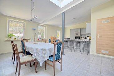 RE/MAX, spécialiste de l'immobilier à Dudelange vous propose en exclusivité à la vente cette belle maison de rapport.   Elle dispose d'une superficie habitable d'environ 230 m² pour 305 m² au total. Cette maison de rapport complètement rénovée il y a 5 ans, se compose de 3 appartements.  La maison de rapport se compose au rez-de-chaussée par un premier appartement d'env. 52 m² avec garage privé d'env. 29 m²: d'un hall d'entrée, d'un séjour/salle à manger d'env. 12 m², une salle de douche d'env. 6 m² et d'une cuisine équipée séparée d'env. 12 m² avec accès par un escalier à une terrasse privative et une chambre d'env. 17 m².  Au premier étage, deuxième appartement de 100 m²: un hall d'entrée, une chambre d'env. 17 m², la deuxième chambre d'env. 16 m², une salle de douche d'env. 7 m², un séjour d'env. 16 m², d'une cuisine ouverte vers salle à manger complètement équipée d'env. 43 m² et donne accès par un escalier à une terrasse privative.  Au deuxième étage, troisième appartement de 78 m² : d'un séjour/salle à manger avec cuisine ouverte d'env. 40 m², une salle de douche d'env. 6 m², une chambre d'env. 16 m² et une mezzanine d'env. 16 m² (deuxième chambre ou un bureau).  Au sous-sol : une cave d'env. 30 m²  Extérieur : Deux terrasses privatives pour premier et deuxième appartement d'env. 45 m² situées à l'arrière de la maison.  Caractéristiques supplémentaires : totalement rénovée en 2015, dalles en béton, façade rénovée avec isolation, nouvelles fenêtres, électricité totalement refaite, nouvelle porte garage électrique.  - Toit : Refait en 2010 - Chauffage : Gaz (2005) - Premier appartement 1 chambre, 1 salle de douche, terrasse privée et garage - Deuxième appartement 2 chambres, 1 salle de douche, terrasse privée - Troisième appartement 1 chambre ( sur mezzanine une deuxième chambre ou            bureau), 1 salle de douche - Terrain : 2,00 ares  A proximité des transports publics, à 5minutes du centre de Dudelange  Rendement investisseur de 4,5%  Disponibilité à con