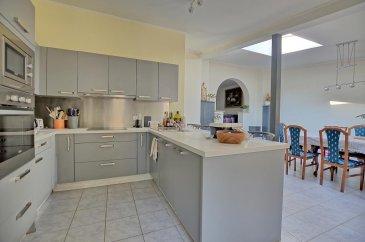 RE/MAX, spécialiste de l'immobilier à Dudelange vous propose en exclusivité à la vente cette belle maison ou immeuble de rapport.   Elle dispose d'une superficie habitable d'environ 230 m² pour 305 m² au total. Cette maison ou bien immeuble de rapport complètement rénovée il y a 5 ans, se compose de 2 appartements et un studio.  La maison se compose au rez-de-chaussée par un studio d'env. 52 m² avec garage privé d'env. 29 m²: d'un hall d'entrée, d'un séjour/salle à manger d'env. 12 m², une salle de douche d'env. 6 m² et d'une cuisine équipée séparée d'env. 12 m² avec accès par un escalier à une terrasse privative et une chambre d'env. 17 m².  Au premier étage, deuxième appartement de 100 m²: un hall d'entrée, une chambre d'env. 17 m², la deuxième chambre d'env. 16 m², une salle de douche d'env. 7 m², un séjour d'env. 16 m², d'une cuisine ouverte vers salle à manger complètement équipée d'env. 43 m² et donne accès par un escalier à une terrasse privative.  Au deuxième étage, troisième appartement de 78 m² : d'un séjour/salle à manger avec cuisine ouverte d'env. 40 m², une salle de douche d'env. 6 m², une chambre d'env. 16 m² et une mezzanine d'env. 16 m² (deuxième chambre ou un bureau).  Au sous-sol : une cave d'env. 30 m²  Extérieur : Deux terrasses privatives pour premier et deuxième appartement d'env. 45 m² situées à l'arrière de la maison.  Caractéristiques supplémentaires : totalement rénovée en 2015, dalles en béton, façade rénovée avec isolation, nouvelles fenêtres, électricité totalement refaite, nouvelle porte garage électrique.  - Toit : Refait en 2010 - Chauffage : Gaz (2005) - Premier appartement 1 chambre, 1 salle de douche, terrasse privée et garage - Deuxième appartement 2 chambres, 1 salle de douche, terrasse privée - Troisième appartement 1 chambre ( sur mezzanine une deuxième chambre ou bureau), 1 salle de douche - Terrain : 2,00 ares  Cadastre vertical accorde pour 2 appartements (Dulpex de 135m2 et un appartement de 78m2)  A proximité des transpor