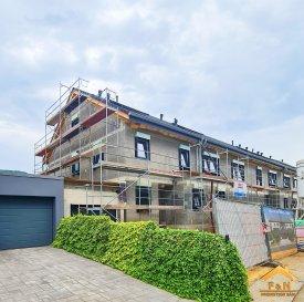*** Nouveau projet de 4 maisons unifamiliales ***  -FR-  Situé à Bettendorf, dans une rue très calme, à 6 mn de Diekirch. Il se constitue de 4 maisons d'une surface totale d'environ 216 m2 – 280 m2. Toutes les maisons disposent d'une grande terrasse et un jardin (avec abri de jardin)  MAISON LOT 1 d'une surface totale de 216.84m2 + terrasse de 40.17m2, se compose comme suit :  Rez-de-chaussée : salon avec cuisine ouverte et salle à manger avec accès sur terrasse et jardin, bureau, vestiaire, wc séparée, bureau et buanderie, garage pour deux voitures et deux emplacements extérieurs devant la garage.  1er étage : 3 chambres (dont une avec dressing et accès sur une terrasse de 18m2), une salle de bain et un wc séparée  2ème étage : chambre avec dressing et salle de douche, local technique  Le prix est exprimé à TVA 3%.  Pour plus de renseignements, n'hésitez pas à nous contacter, afin de réaliser ensemble le plan de votre futur projet.  Contact: E-Mail : info@fn-promotion.lu  / GSM: +352 621 139 988  Réf agence : BTNFR LOT 001  *******  -DE-  Sehr ruhige Lage in Bettendorf, 6min von Diekirch entfernt.  Das Projekt besteht aus 4 Einfamilienhäusern mit einer Gesamtfläche von 216m2 – 280 m2. Alle Häuser verfügen über eine Terrasse mit Garten. (mit Gartenhäuschen)  HAUS LOT 1 beinhaltet eine Gesamtfläche von 216.84m2, sowie auch einer zusätzlichen Terrasse von 40.17m2 und setzt sich wie folgt zusammen:  Erdgeschoss: Wohnzimmer mit offener Küche und Essbereich mit Zugang zur Terrasse und Garten, einem Büro, Eingangshalle, Gäste-WC, Waschraum, Technik-Raum, sowie auch Garage mit zwei Stellnplätzen, sowie auch noch zwei weitere Stellplätze vor der Garage.  1. Stockwerk: 3 Schlafzimmer (eins davon mit Dressing und Zugang zur Terrasse von 18m2), ein Badezimmer, sowie auch eine separate Toilette  2. Stockwerk: 1 Schlafzimmer mit Dressing und Badezimmer, Technik-Raum  Da sich das Projekt noch in der Bauphase befindet, können auf Wunsch des Kunden diverse Modifikationen nach Abspr