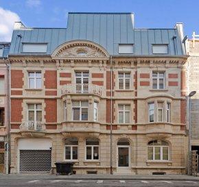 Veuillez contacter Flavio Masoni pour de plus amples informations au 661 874 328 ou par courriel : flavio.masoni@remax.lu.  RE/MAX, Spécialiste de l'immobilier à Esch/Alzette, vous propose un magnifique Bureau à louer au centre d'Esch/Alzette. Le bâtiment date de 2017.  - Composé d'une pièce principale d'environ 28 m²  - Une petite cuisine équipée - Une salle de bain avec douche  - Un espace extérieur - Chauffage au sol   Disponible immédiatement.  Frais d'agence RE/MAX : Les frais s'élèvent à 10 % du Loyer annuel (936 €) à charge du locataire + TVA.