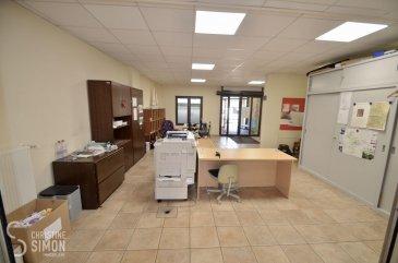 A louer au Centre de Diekirch, 39, rue de l'Esplanade, un Local Commercial au rez-de-chaussée d'une surface totale approximative de 251,88 m2, actuellement divisé en 3 parties qui se compose comme suit, un espace bureau d'une surface d'env. 60 m2 un espace bureau d'une surface d'env. 80 m2 un espace dédié aux archives, cuisine équipée et sanitaires (wc hommes et femmes séparé, plus une toilette séparé) d'une surface d'env. 111,88 m2 Vous avez la possibilité de faire un grand bureau ou espace commercial sans faire des gros travaux. Les locaux sont climatisés. Plusieurs parkings payant devant le local. Disponibilité immédiate. Pour de plus amples renseignements ou une visite des lieux n'hésitez pas à contacter Christine SIMON Tel: 621 189 059 ou envoyé un mail à l'adresse cs@christinesimon.lu  Ref agence :Local de Commerce Diekirch