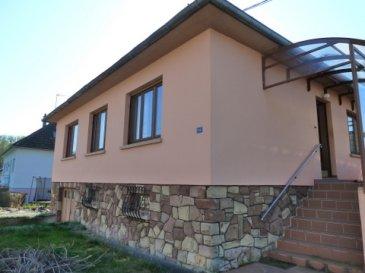 Maison sur un niveau à Ingwiller   4 pièces sur un terrain d'environ 5,2 ares    Cour, potager   Description :   Surface habitable 80 m2 sur 1 niveau  4 pièces dont 2 chambres à coucher   RDC :   1 couloir en L longueur 6,65 donnant une surface d'environ 7,8 m2 1 Cuisine non aménagée (4,25 m x 3,35 m) 14,20 m2 1 salle à manger (3,45 m x 3,51m) 12,10 m2 ouvert sur le salon 1 salon (3,45 m x 3m) 10,40 m2 1 chambre  avant (3,35 m 4,70 m) 15,6 m2  1 chambre arrière (3,30 m 3,55m) 12 m2 1 SDB avec baignoire en forme L 2,27 x 1,10m) 3,4 m2  1 WC séparé     Sous sol exploitable sous toute la maison comprenant : Un atelier  de 17 m2  Une chaufferie et divers 3,6 m2 2 caves 10 m2 et 21 m2 Un garage  (4,4m x 3,2 m) 15 m2 (porte garage 2,31m x 1,99m)   Divers :   Adresse : Ingwiller 14 rue des Blanchisseurs à Ingwiller  Gare d'Ingwiller à quelques minutes jusqu'à 15 trains /jours à 35 minutes de Strasbourg   Année de construction 1960  Chauffage : chaudière Mazout  Fenêtres bois ancien double vitrage, volets  roulants  Diagnostic DPE  E 324 Kw        Gaz    G  97 KG  Véranda ouverte à l'entrée (4,9 m x 1,65m)   Prix : 95 000  € * Soyez  les 1er à faire une offre  !!!  *  Honoraires  d'agence à la charge du vendeur, frais de notaire en sus.    Cette maison nécessite d'importants travaux, tous les corps de métier seront nécessaires. Le terrain plat entièrement clôturé permet d'avoir un jardin et un potager.  La ville compte 4200 habitants, située à 40 km à l'Ouest de Strasbourg dans le parc régional des Vosges du Nord et le pays de Hanau. Le cadre naturel est préservé : la possibilité de randonnées dans 15000 ha de forêts, la richesse de la flore, les sommets couronnés de ruines constituent des atouts pour le patrimoine communal. Photos complémentaires sur demande ou visite sur RDV.  Pierre  Bernhardt   Négociateur indépendant en immobilier  Tel    06 07 47 40 05 Siren: 315571521 Agent mandataire de : Sarl IMGELOC  siège social 17 rue des Romains 67110 Niederbronn les Bains  Sir