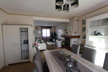 ECOUFLANT- Agréable maison non mitoyenne  comprenant une entrée, une pièce de réception avec cheminée et cuisine équipée ouverte, 2 chambres au rdc, salle de bains, à l\'étage 3 chambres dont une de 16 m2, pièce d\'eau, honoraire de 5.17 % à charge acqu., agent co.
