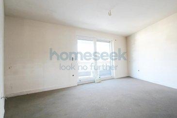 Homeseek Belair (+352 621 710 768) vous présente cet appartement duplex en construction de 128m² dans une maison bi-familiale située à Kayl. Les travaux finissent fin mai 2020.  Ce dernier, situé au 2e étage, est composé comme suit: - trois chambres-à-coucher  - un bureau - deux salles-de-bain - un espace cuisine ouvert sur ; - un living et salle-à-manger donnant accès à la terrasse  Se situent au rez-de-chaussée: - double emplacements intérieur (inclus dans le prix annoncé) - la cave (inclus dans le prix annoncé) - la buanderie - le local technique - le local poubelles  Une pompe à chaleur assure le bon fonctionnement des installations chauffages et sanitaires.   La résidence se trouve à proximité de tous les commerces (restaurants, boulangeries, banques, etc.), des services (crèches, écoles, médecins, etc.) et des transports en commun (arrêt de bus en face de la rue).  N'hésitez pas à nous contacter au +352 621 710 768 pour de plus amples renseignements. Ref agence :4921772-HB-DS