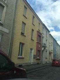 Immo Camilo vous propose: Immeuble de rapport  avec 3 appartements à Esch-sur-Alzette +/- 230m².  Il y a 10 chambres en location enregistréàla commune avec +~ 8000€ de loyer par mois.  Description - 10 chambres pour 13 personnes  - 6 chambres +/- 13m² et 4 chambres +/- 25m²  - Il y a actuellement 11 locataires dans la  résidence avec les loyers suivants: Rdc 1000€ ,750€ ,750€  1er étage 900€ ,750€ (Cuisine et salle de bain communs) 2ième étage 850€, 750€, 750€ 3ième étage 650€, 1000€ (avec cuisine privée, salle de bain commune) - Alarme incendie. - Chauffageà gaz - Immeuble rénovéen 2016  N'hésitez pas à nous contacter pour la mise en vente de votre bien immobilier. Pour plus de renseignements, veuillez contacter Mme. TEIXEIRA au GSM : +352 621 259 311