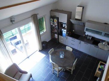 ***A 5 MN DE METZ, ( WOIPPY VILLAGE ), BEL APPARTEMENT DE TYPE DUPLEX DE 2012 + TERRASSE+GARAGE***.                                      *COUP DE COEUR ASSURE*<br/>A proximité de toutes les comodités, sur woippy village ! dans une résidence de 2012, dans une petite copropriété de 5 habitations se tient cet appartement de 93 m² au sol , 78,63 m² en loi carrez.<br/>Celui-ci de type duplex est basé au 1er étage sur 2 et bénéficie d\' un garage ainsi que d\' une place de parking privative !<br/>Vous y découvrirez sa pièce à vivre de 25 m² comprenant une cuisine américaine entièrement équipée et fonctionnelle donnant accès direct sur sa terrasse située Sud est. Ses deux chambres de 11 et 9 m², Sa salle de bain ainsi que son wc indépendant.<br/>A l\' étage sa mezzanine de 10 m² environ surplombant le séjour et pouvant servir de bureau ou d\' espace détente.Sa chambre de 10 m² environ.<br/>Cet appartement est un véritable coup de coeur, idéal pour un premier achat et bénéficie de la garanti décennale !<br/>Merci de contacter Sandrine Di Francesco au 06 33 83 40 82, agent mandataire indépendant immatriculé sous le N° de siret 78900935400018, qui vous accompagnera tout au long de votre projet, visite, conseils, financement.<br/>Copropriété de 5 lots (Pas de procédure en cours).<br/>Charges annuelles : 1080.0000 euros.