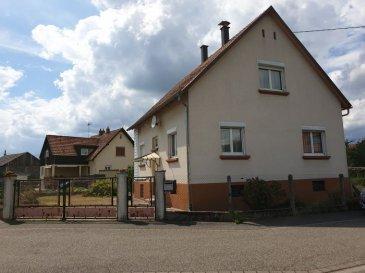 GC immobilier vous propose en exclusivité une maison de village de 110 m² à Auenheim sur un grand terrain de 8 ares. Le bien immobilier est situé proche des axes autoroutiers Karlsruhe / Strasbourg et à proximité de la gare de Auenheim.  La partie habitation construite en 1955 d'environ 110 m² se compose comme suit : Au rez-de-chaussée -Une entrée -Une cuisine -Une chambre -Une salle de bain + WC -Une salle à manger -Un salon  Au 1er étage -2 chambres -Un débarras  Au sous-sol : une chaufferie, une grande pièce de rangement / buanderie / cellier et une pièce avec l'accès à l'extérieur.  Fenêtres double vitrage en PVC de 2006 Chauffage central mixte fioul et électricité et un poêle à bois dans la cuisine.  Maison non isolée - Toiture partiellement isolée, les gouttières ont été refaites en 2012, l'encadrement des cheminées également.  Un garage de 30 m² attenant à la maison a été construit en 1985 avec un accès au jardin. Puis dans la continuité se trouve une dépendance sur 2 niveaux construite en 1964 actuellement aménagée en un atelier et un garage.  A l'arrière des dépendances et de la maison vous accédez au jardin, arboré d'une superficie de 3,30 ares environ. Cette parcelle pourrait être séparée et ainsi constituer une réserve foncière.  La propriété est entièrement clôturée - Puits existant et fonctionnel.  Les frais d'agence sont à la charge de l'acquéreur et sont compris dans le prix. Prix net vendeur de 200 000 €  Contactez votre agent immobilier Nadia Billmann qui vous conseillera et renseignera. GC Immobilier - 03 88 94 79 91 ou portable 06 84 79 14 92.