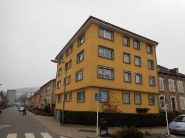 A vendre spacieux appartement rénové situé au 2ème étage d'une résidence à Diekirch, toutes les commodités sur place.  - hall d'entrée - beau séjour / salle à manger - cuisine équipée séparée - 2 chambres à coucher - salle de bain, wc, lavabos - cave.  Parking gratuit dans la rue, rue calme.