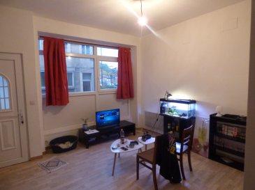 Appartement Hayange 2 pièce(s). Pour investisseur, En hyper centre, Au sein d'une copro de 6 appartements et beneficiant d'une entrée indépendante ,  En rdc appartement de type f2 comprenant : cuisine ouvrant sur pièce de vie, 1 chambre, salle d'eau avec wc.  Actuellement loué 380€ et occupé par une locataire à jour de ses loyers   pas de charge de copro.  Mr Antonoff:06-52-83-85-07   Copropriété de 4 lots (Pas de procédure en cours). Charges annuelles : 100.00 euros.