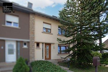 *** SOUS COMPROMIS ***  Maison jumelée de 102 m2 de surfaces habitables, libre de 3 côtés en vente à Luxembourg-Beggen dans la très calme rue Rochefort (zone 30).  En ajoutant les surfaces annexes (cave, garage et combles) aux surfaces habitables, la maison dispose d'une surface totale d'environ 180 m2.   La maison, construite dans les années 1960 et située sur un terrain d'une superficie de 3,22 ares se compose comme suit :   Rez-de-chaussée  -Hall d'entrée -Cage d'escalier -Cuisine équipée -Véranda avec accès direct à la terrasse et au jardin -Salon -Salle à manger -WC séparé -Garage pour 2 voitures accessible par la véranda ou par l'extérieur  Etage 1  -Hall -2 chambres à coucher -Bureau -Salle de douche  Sous-sols  -Buanderie -2 caves -Local technique -Cave à vin  Combles  -Actuellement le grenier n'est utilisé que en tant que stockage mais offre un grand potentiel pour un aménagement de pièces à vivre.   Cette maison dispose d'un grand potentiel de par sa localisation très agréable et au calme.  Conformément aux informations obtenues de la part de la police des bâtisses de la Ville de Luxembourg, la mise en place de lucarnes sur les deux côtes de la toiture est autorisée.  Au cours des dernières années des travaux de modernisations ont cependant déjà été réalisés, tel qu'une nouvelle chaudière (datant de 2009), le remplacement des fenêtres, un nouveau revêtement de la toiture, ainsi que l'installation de la fibre.  Pour plus d'informations concernant ce bien, merci de contacter Monsieur Guy Reuter au +352 621 233 983 ou par mail gr@choices.lu  Les honoraires de l'agence seront à charge du vendeur.    SITUATION GEOGRAPHIQUE :   La maison se situe au 21 rue Rochefort à Luxembourg-Beggen, à seulement 10 minutes de Luxembourg-ville, 10 minutes de Luxembourg-Kirchberg et à 15 minutes de Luxembourg-Gare.  Beggen dispose de plusieurs établissements accueillant les enfants (écoles, maisons relais et crèches) ainsi que de tout ce qui est nécessaire à la vie courante, te
