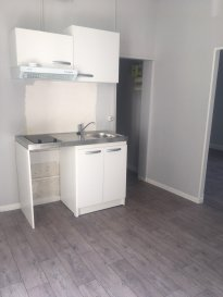 1 pièce + cuisine - 30m2.  Appartement situé au premier étage d\'un immeuble rue de la Foucotte à Nancy. Il comprend une entrée, une pièce principale avec kitchenette, une pièce séparée, une salle de bains avec WC.<br>  Chauffage individuel électrique.<br>