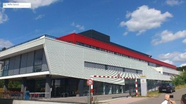 Construction généreuse avec une grande flexibilité. Câblage cat.6, climatisée, châssis ouvrant, stores extérieurs, contrôle d\'accès etc. <br>L\'immeuble est situé dans la zone Z.A.E. Weiergewan à 5 min de l\'axe autoroutier Bruxelles/Trèves/Metz.<br>Accès aisé vers le Centre-Ville de Luxembourg  et vers l\'aéroport.<br>Parking extérieur:  65€/mois<br>Parking intérieur: 125€/mois<br>Plans sur demande. <br />Ref agence :725676