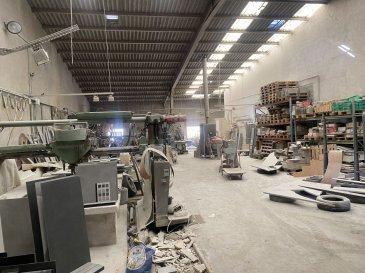 BELARDIMMO vous propose à la vente en exclusivité un local industriel sur la commune de Yutz.  Le local est situé dans la zone industrielle de Yutz ( rue des Métiers ) à deux pas du centre ville.   L'entrepôt fait 350 m² avec une hauteur de 7m90 sous plafond, actuellement utilisé pour de la marbrerie . Le local dispose d'une évacuation pour les eaux usées, installée pour l'utilisation des machines a découpe de marbre.   D'autres professions peuvent y être installées, avec de nombreuses possibilités d'aménagement différentes.  Possibilité d'en faire un investissement locatif ou pour installation d'entreprise. La rentabilité brut est de 7.5% , calculé sur une base de 2000 euros de loyer mensuel .   Un espace libre à l'avant de l'entrepôt permet un espace stockage ou un parking.  Le PLU permet de créer un appartement au dessus du niveau actuel  Pour toutes informations, contactez M.Palmucci au   352 691 105 887 .