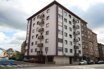 SOUS COMPROMIS!!<br>Bel appartement situé au deuxième étage d\'une résidence avec ascenseur.<br>Se compose d\'un grand hall d\'entrée, de deux chambres à coucher, d\'une salle de douche, d\'un grand salon, d\'une cuisine équipée et avec balcon.<br>Une cave privative et un garage fermée font également partie de cet appartement.<br><br>Situé proche de l\'hôpital, des écoles et  lycées, de la piscine municipale  et des commerces.<br>Arrêt de bus à proximité et bons accès autoroutiers.<br><br>Disponible a l\'acte notarié.<br><br />Ref agence :EACVB40_2