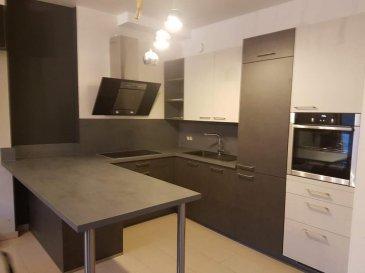 HT IMMOBILIER vous propose ce bel appartement de 65 m2 situé au 2eme étage. Il se compose d'une cuisine ouverte, living, deux chambres de 11 et 13 m2, wc séparé,terrasse de 6 m2. Il n'y a aucun travaux de prévus dans la copropriété.