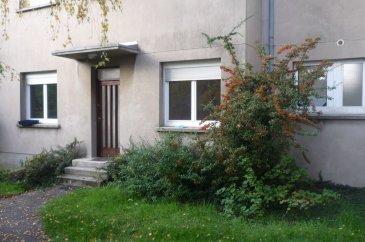 F2 Metz - Sainte-Thérèse. Sur cour intérieure F2 de 30 m² , entouré de verdure, à 2 pas du Collège/Lycée Jean XXVIII. L\'appartement se compose d\'une entrée, d\'une pièce principale, d\'une chambre, d\'une cuisine aménagée, d\'une salle de douche et d\'un WC séparé. Il dispose également d\'une cave. Chauffage individuel gaz.<br/>Libre en Janvier 2020