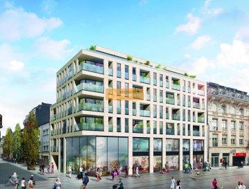 Nouvelle construction d\'une  résidence  moderne et lumineuse nommée « L\'Adresse », située en plein centre de la Ville d\'Esch/Alzette, dans la rue de l\'Alzette en pleine zone piétonne.  Bel appartement (L25) de 121,64 m2 + 7,37m2 terrasse plein SUD, situé au 5ième étage.  L\'appartement dispose de : Hall d\'entrée, grand living/salle à manger avec accès au balcon, cuisine, débarras/buanderie, 3 chambres à coucher, 1 salle de bain,  1 salle de douche,1 WC séparé, 1 cave et 2 emplacments.  Le prix affiché est TVA 3% inclus.  Emplacements disponible au prix de 73.500 euros 17%TVA.  L\'immeuble dispose de 6 étages,  compte 2 surfaces commerciales en rez-de-chaussée, 7 locaux pour professions libérales au premier étage et 29 appartements et studios répartis sur les autres étages. La résidence dispose également d?un parking souterrain avec en tout 41 emplacements.  Ref agence :174