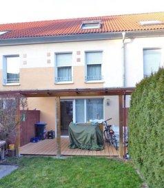 SPACEPLUS immobilière vous propose cette belle maison de +/- 200m²  à Luxembourg-Cents. Idéalement situé dans une cité calme à proximité des écoles, bus. Composée comme suit: Le rez-des-chaussée s'ouvre sur un spacieux hall d'entrée, un living de +/- 35m², une cuisine équipée fermée donnant accès à une terrasse, toilette séparé, 1 chambre à coucher. Au 1er etage se trouve 3 chambres à coucher et une salle de bain. Au 2ème etage: suite parentale avec dressing et salle de bain. Au sous-sol: un garage, une buanderie, local thechnique/chaufferie et une cave. A l'extérieur: une terrasse, un jardin avec abri de jardin.
