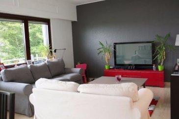 ***SOUS-COMPROMIS***   RE/MAX Spécialiste de l'immobilier à Bertrange vous propose un superbe appartement de 88 m² dans une résidence très calme de Bertrange .   Cet Appartement se compose :  - D'un grand salon séjour très lumineux  - D'une cuisine entièrement équipée  - De deux Chambres bien éclairées (la Chambre principale est dotée d'une grande armoire faite sur-mesure )  - Salle de Bain (avec Baignoire)  - Wc Séparé  - Joli balcon exposé plein sud  - Jardin commun avec espace potager privatif  - Parking Fermé ( Box de 19 m² )  - Parking interne devant l'appartement   Cet appartement est très bien situé, il se trouve près de toutes commodités : entre Termes et les Centres Commerciaux Belle Etoile et City Concorde. Il se trouve à 5 min à pied de la Gare de Bertrange