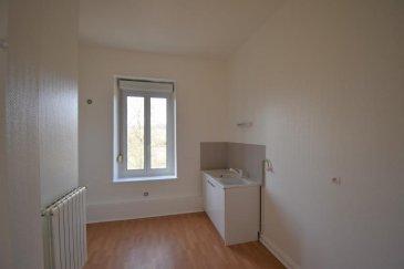 Bon'Appart vous propose ce bel appartement rénové type F3.  Proche de toutes commodités, l'appartement se situe au 1er étage d'un petit immeuble. Il est composé d'une entrée, d'un salon, de deux chambres, d'une salle d'eau avec WC et d'une cuisine.   Charges : TOM, électricité des communs. Chauffage individuel au gaz.  Disponible de suite.