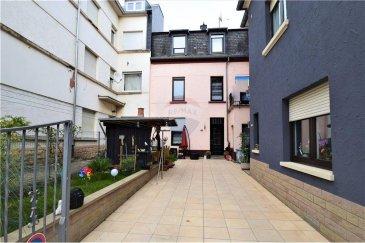 Veuillez contacter Bardia Allami pour de plus amples informations : - T : 621 150 966 - E : bardia.allami@remax.lu  RE/MAX Luxembourg vous propose une jolie maison mitoyenne rénovée à Bonnevoie, à 2 minutes de Luxembourg-Gare. Le bien dispose d'une surface habitable d'environ 140 m² (sur une surface totale d'environ 165 m²). Cette maison détenant beaucoup de potentiel se compose comme suit : REZ-DE-CHAUSSÉE : 1 hall d'entrée, Living et salle à manger ainsi qu'une jolie cuisine équipée et séparée. 1er ÉTAGE : 2 chambres à coucher avec une grande salle de bain ainsi qu'un grand balcon complète cet étage. 2? ÉTAGE : 2 chambres à coucher et une grande salle de douche, balcon et accès au grenier. GRENIER : Surface d'environ 10 m² à aménager. SOUS-SOL : Cave, buanderie, coin technique, stock et débarras. Plusieurs rénovations effectuées : circuits électriques, toiture, installation de la chaudière au gaz et plomberie, et enfin le circuit de canalisation et drainages. Pas de travaux à prévoir. Disponibilité facilement à convenir?!  Quartier calme et résidentiel, facilité de stationnement dans la rue, très proche de toutes commodités comme la gare de Luxembourg, commerces et crèche. Frais d'agence RE/MAX : à la charge de la partie venderesse + TVA.