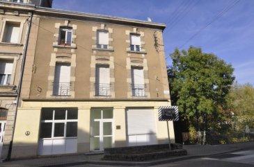 Serge, Bon'Appart, vous présente cet immeuble comprenant un local commercial, un F4 au 1er étage et deux F2 au 2e étage. Présence de 3 garages.  Contactez moi au 06.68.70.76.43.